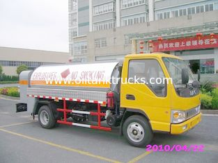 China Diesel Delivery 4x2 JAC Mobile Oil Tank Truck , Refuelling Petroleum Tanker Trucks supplier